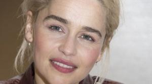 """La dolorosa revelación de Emilia Clarke, protagonista de """"Game of Thrones"""": """"Le pedí a mis médicos que me dejaran morir"""""""