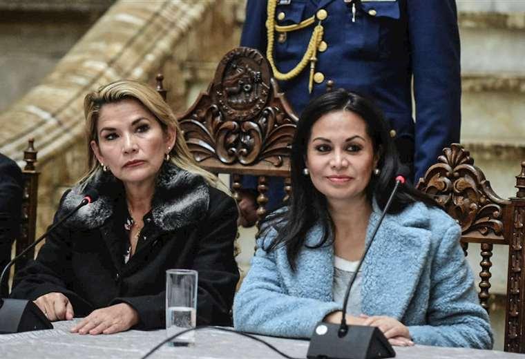 Ministra Lizárraga renuncia y provoca cambio general del gabinete | Brújula  Digital