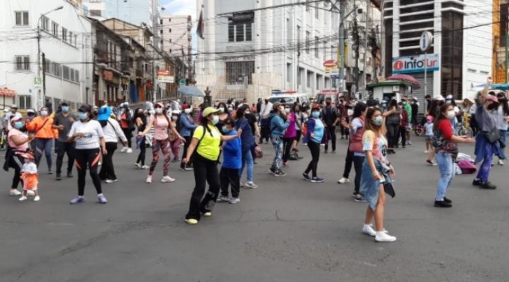 Día del Peatón en El Prado: al ritmo de zumba, disfrutan del sol, del pedaleo y en familia