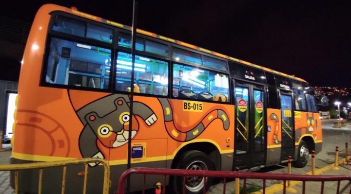 La Paz Bus utiliza luces ultravioleta para desinfectar los vehículos municipales