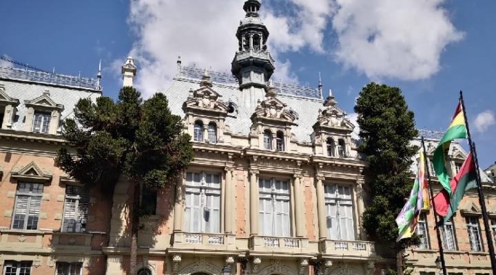 Alcaldía destituye a seis funcionarios por presuntos actos de corrupción