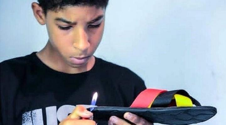 El exitoso mercado de chanclas que un niño de 14 años se inventó en Venezuela