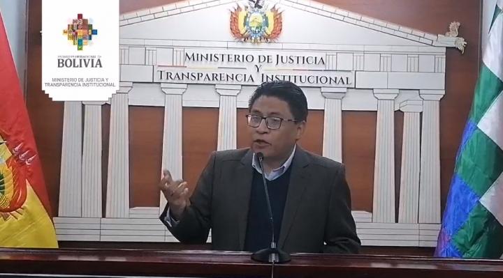 """El Gobierno anuncia juicios por """"ultraje"""" a la Wiphala en Santa Cruz, racismo y discriminación"""