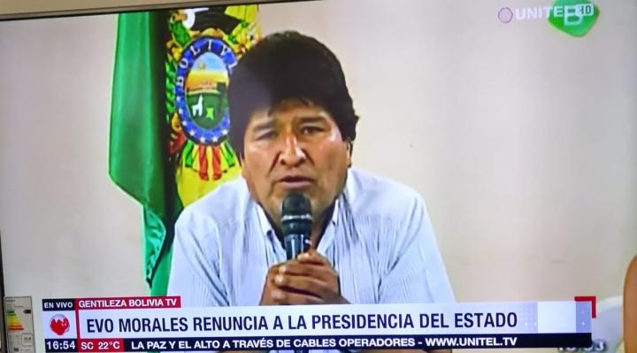 """Dos dirigentes opositores revelan que Morales renunció antes de la """"sugerencia"""" de las FFAA, se desbarata versión del golpe"""