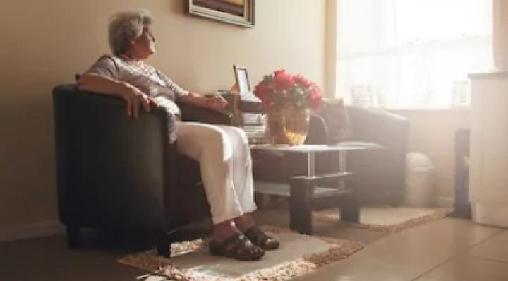Con las nuevas medidas, adultos mayores que viven solos enfrentarán problemas para poder abastecerse
