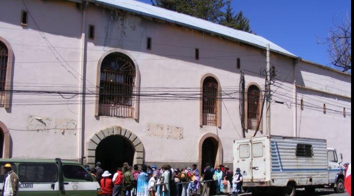 Tres internos mueren con sospechas de Covid en cárcel de San Pedro de La Paz
