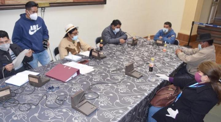 Comisión legislativa cita a 4 ministros por la presunta compra irregular de material antidisturbios