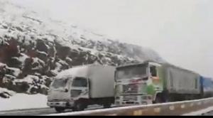 Copiosa nieve cubre el altiplano, cierran carretera Oruro - Cochabamba