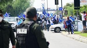 Policía no permite el ingreso de la caravana del MAS a la ciudad de Cochabamba debido a la cuarentena