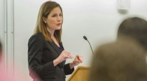 Amy Coney Barrett: quién es la jueza conservadora elegida por Trump para ocupar el puesto que dejó la fallecida Ruth Bader Ginsburg en la Corte Suprema