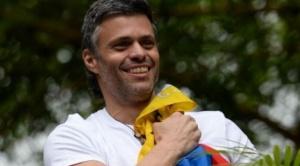 """El opositor Leopoldo López sale de su refugio en la embajada de España en Caracas y abandona Venezuela: """"Venezolanos, esta decisión no ha sido sencilla"""""""