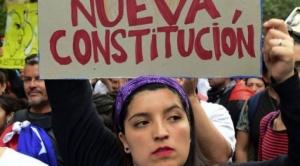 Chile vota en plebiscito histórico: por qué es tan polémica la Constitución por la que los ciudadanos acuden este domingo a las urnas