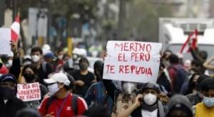 Merino renuncia a la presidencia en Perú, se desconoce quién será su sucesor