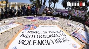 """ONU-Mujeres califica de """"pandemia en la sombra"""" la violencia contra las mujeres"""