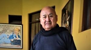 Mientras esperaba someterse a una cirugía de cadera,  Jaime Junaro contrajo Covid y está hospitalizado
