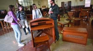 Artesanos de Carabuco exponen muebles, tejidos y esculturas en catedral castrense de Irpavi 1
