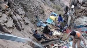 Un bus se despeña en una vía a Sucre, se reportan al menos 17 muertos