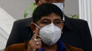 Diputado del MAS protagoniza escándalo en una comisaría policial en Santa Cruz