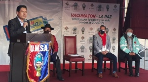 """Gobierno y Alcaldía destacan """"megavacunación"""" en la ciudad de La Paz"""