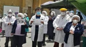 El reglamento de la ley de Emergencia Sanitaria enfrenta al Gobierno y médicos