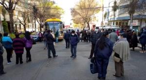 A falta de la segunda dosis de la Sputnik-V, la población realiza protestas por la escasez de los inmunizantes