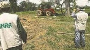 Arce defiende tuición del Gobierno para sanear tierras, Camacho ve provocación