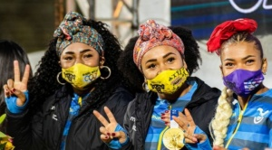 """""""La campeona tiene nuestro pelo"""": el impacto en Ecuador de los """"turbantes"""" y el afro de las mujeres medallistas olímpicas en los Juegos de Tokyo 2020"""