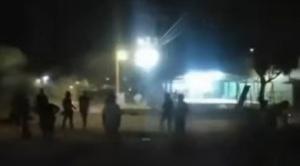 Turba asalta y saquea depósitos de la Aduana en Puerto Quijarro