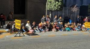 Cooperativistas auríferos colapsan el centro paceño por más beneficios del Estado