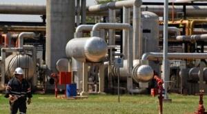 Petroleras encallan inversiones en exploración para impulsar las energías renovables