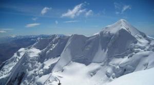 Rescatistas recuperan a montañista estadounidense que falleció en el Illimani
