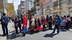En La Paz y Cochabamba protestan por las segundas dosis de Sputnik-V
