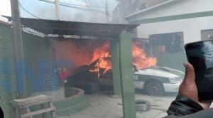 Nuevo enfrentamiento por Adepcoca deja 3 vehículos policiales quemados 1