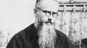 """Quién fue el padre Kolbe, el franciscano que murió hace 80 años en Auschwitz y es considerado el """"santo del Holocausto"""""""
