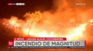 Reportan incendio de magnitud en la Laguna Alalay en Cochabamba