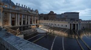 El Papa dio una bendición inédita, ante una gran plaza vacía