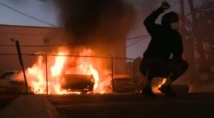Suman las protestas y crece la conmoción en EEUU tras la muerte de afroamericano en manos de la Policía