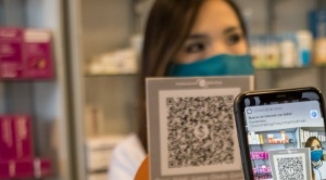 Plataforma Simple de BancoSol evita el dinero en efectivo al hacer compras en Farmacias Bolivia de La Paz