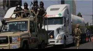 Caravana de camiones escoltados con 66 toneladas de oxígeno parte de Santa Cruz al occidente 1