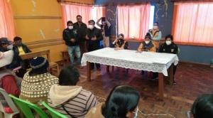 """Chapetón impuso su """"canasta estudiantil"""" en reunión con padres de familia de El Alto"""