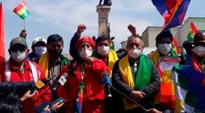 Santos Ramírez formaliza alianza con Pan-Bol y se convierte en su jefe de campaña