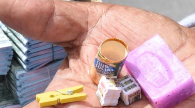 Los mayoristas iniciaron la Alasita 2020 con la entrega de miniaturas a los feriantes